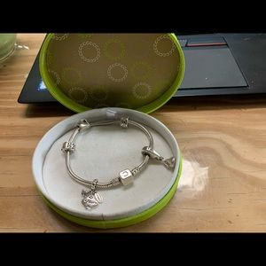 Chamilia bracelet with 5 charms/beads